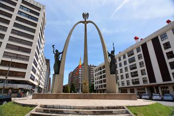 monumento en la plaza de españa de burgos
