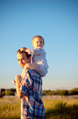 Dad carries daughter on shoulders