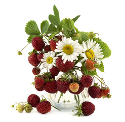 Strawberries and daisy flowers in glass bowl