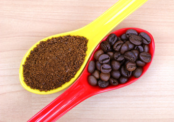 A spoon of freshly ground coffee and coffee beans
