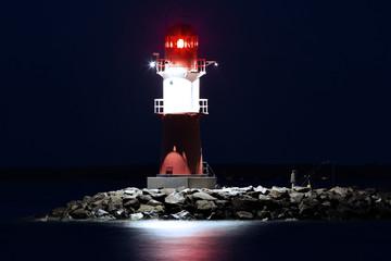 Leuchtturm Warnemünde bei Nacht