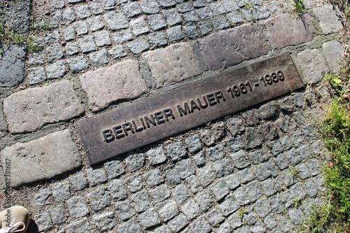 Leinwanddruck Bild Mauer-Kennzeichnung am Hahneberg