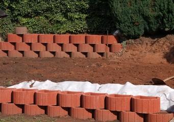 Erdbauarbeiten - Pflanzsteine - Pflanzsteinmauer setzen