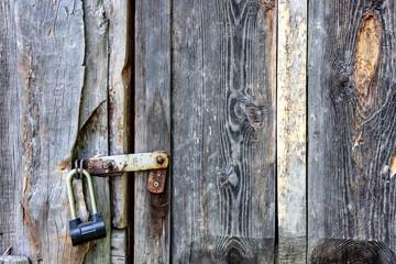 Висячий дверной замок