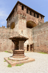 well and dungeon, Soncino Castle