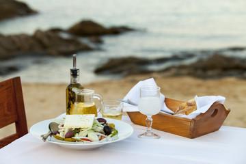 Griechischer Salat und das Meer
