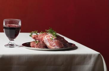 rohe Lammfleisch auf Leinen