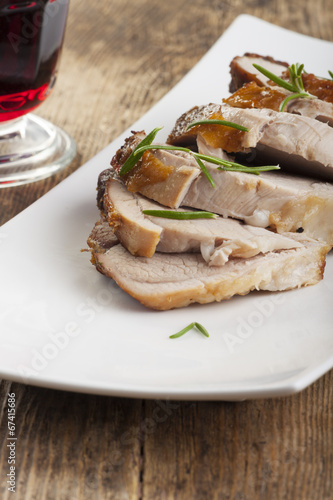 gebratenes Schweinefleisch auf Teller