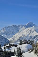 Bergdorf im Winter