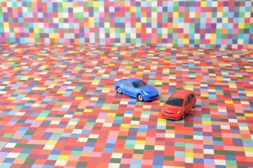 カラフルな背景と車の模型