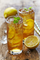 two glasses of iced tea with lemon
