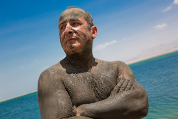 Treatment of skin problems using therapeutic mud at the Dead Sea