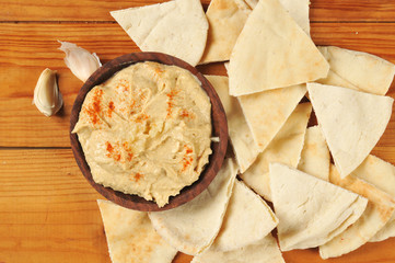 Garlic hummus and pita bread