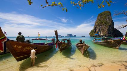 Bateaux sur la plage de Railay en Thailande