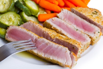 Tuna fillet with vegetables