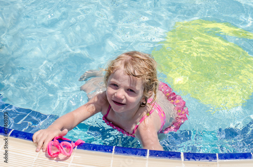 canvas print picture girl swimming