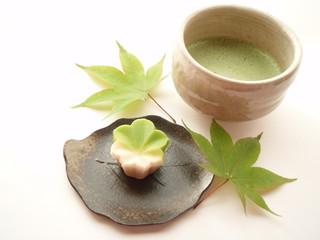 楓の和菓子と抹茶