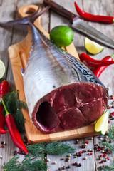 Raw tuna with spices