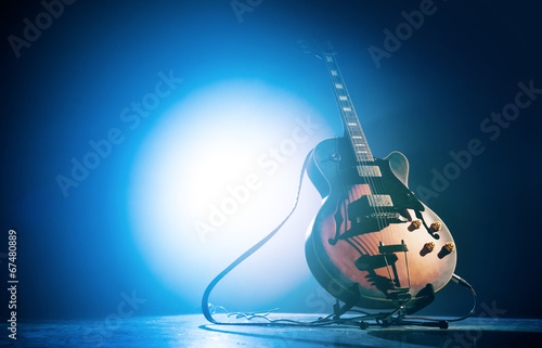 Staande foto Muziekwinkel Electric guitar on a blue background