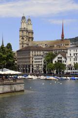 Blick vom Zürichsee auf das Grossmünster