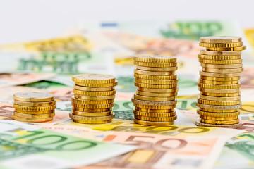 Stapel Geldmünzen, steigende Kurve