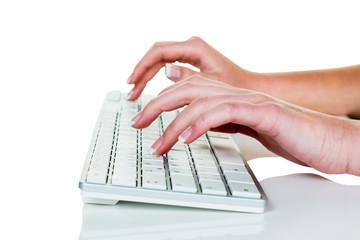 Frau im Büro mit Computer