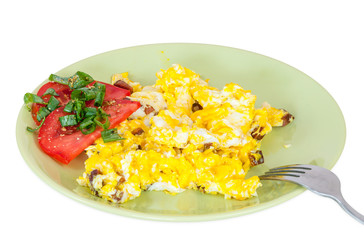 Scrambled eggs with tomatoes slices