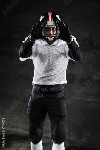 american football player waitingfor ball