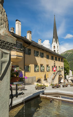 Zuoz, Dorf, Dorfbrunnen, Engadin, Alpen, Graubünden, Schweiz