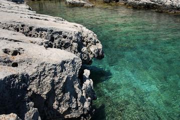 Steinformation am Meer