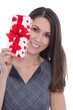 Geschenk mit roten Herzen - Frau hält ein Weihnachtsgeschenk