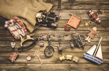 Nostalgie Weihnachten: alte Kinder Spielsachen aus Holz u Blech
