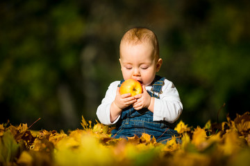 Healthy eating - baby and apple