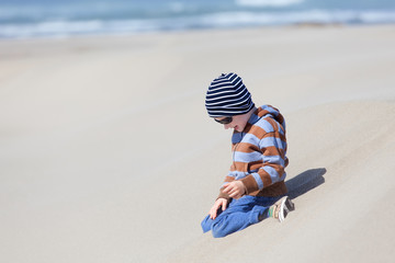 kid at oregon dunes