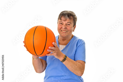 canvas print picture Seniorin spielt Basketball