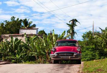 Kuba Oldtimer parkend auf der Strasse 2