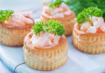 tartalets with shrimps