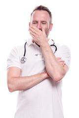 Überarbeiteter männlicher Arzt oder Krankenpfleger