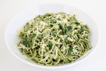 spaghetti (pasta) with spinach and cheese