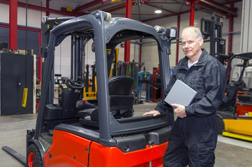 Forklift mechanic with manual