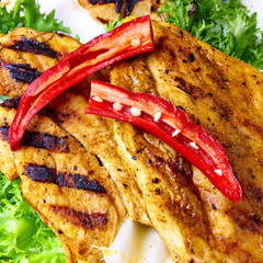 Chilly chicken BBQ on Roca-Loca salad