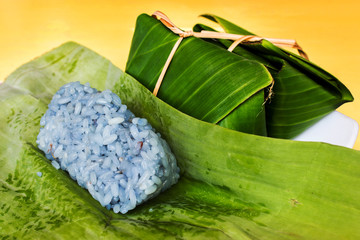 sticky rice in banana leaf