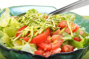 contorno di lattuga zucchine e pomodoro