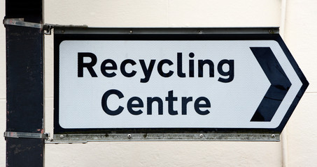Signpost points right to a Recycling Centre