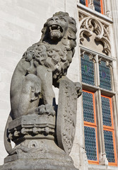 Bruges - Statue of lion before of the Provincial hof building