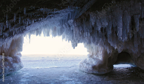 Fotobehang Natuur Park Ice Cave - inside looking out