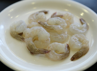 raw prawns in a plate