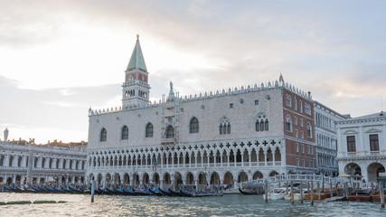 Venedig, historische Altstadt, Gondel, Palast, Italien