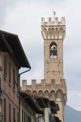 torre con campanile