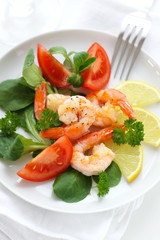 Corn salad with prawns, tomatoes and lemon